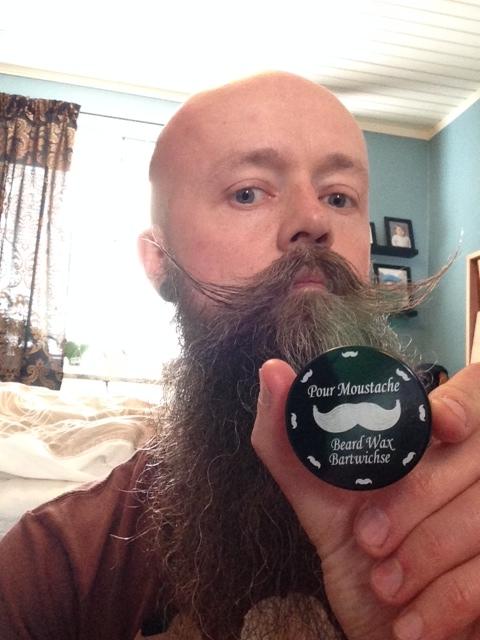 recension av pfeilring golddachs mustaschvax