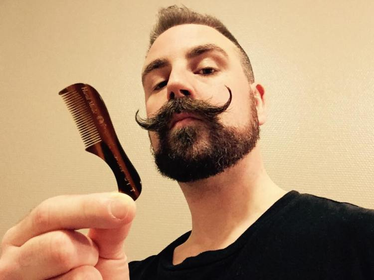recension kent brushes moustache comb