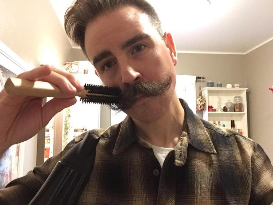 recension mustaschborste